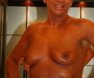 Close up photos of older UK woman Lady Sarah exposing vagina