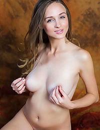 Horny slut Vittoria Amada pinching nipples and spreading naked on her knees