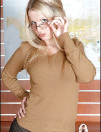 Mature fetish lady in glasses stripping down and exposing her ample ass