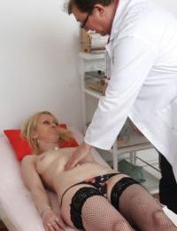 Older blonde Nelly having pink cunt stretched wide for cervix viewing