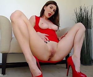 Solo girl Amber Hahn hikes up her red dress to play with her bald vagina