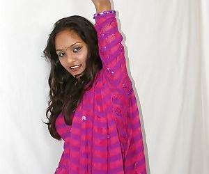 Sexy Indian babe Divya stripping her traditional outfit off