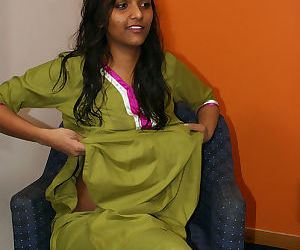 Indian divya slips off her shalwar suit to pose naked for the first time