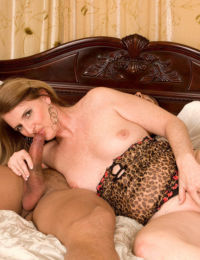 Mature woman Jeri Does tries interracial sex for the first time