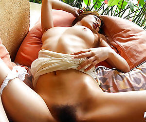 Tempting asian babe in all directions chubby soul Yua Aida marauding on an obstacle top of an obstacle bed