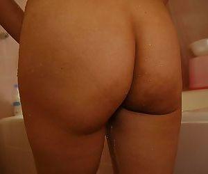 Svelte asian MILF with tiny tits Maki Shimazaki taking shower