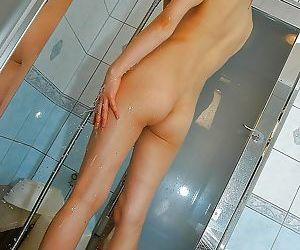 Svelte asian MILF with neat ass Miyuki Takizawa taking bath