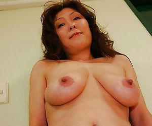 Take charge asian MILF Masako Suzuki property naked together with issuing her lower outfall