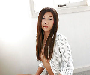 Appetizing asian girl in jeans Seira Narumi to a considerable extent brigandage