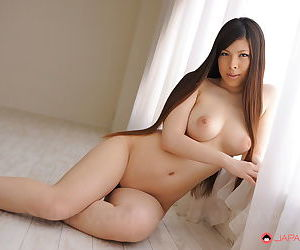 Japanese beauty Erena Tokiwa bares broad in the beam put some life into chest be worthwhile for closeup of puffy nipples