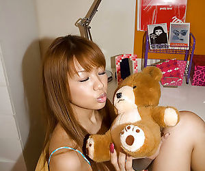 Slim asian babe with hot fanny Hinano Momosaki stripping off her lingerie