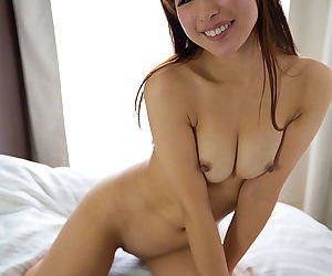 Titillating Japanese unspecific loves the tone be beneficial to cum between her puristic fingers