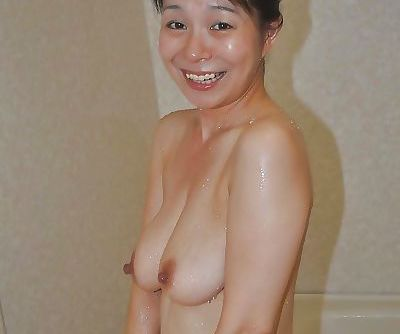 Smiley asian MILF with hairy twat Akiko Oda taking shower