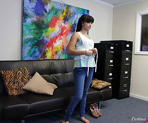 Young amateur babe Mandy Sky takes off her tight blue jeans!