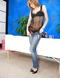 Babe on high heels and in jeans Ava wishing to do sex massage