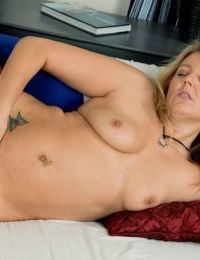 Blonde mature Amarillo loves to touch her shaved pussy and ass