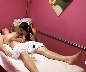 Asian masseuse Jade Hsu fucks her customer before finishing with handjob