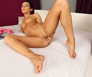 Young amateur Lexi Dona sinks her fingers deep into her hairless pussy
