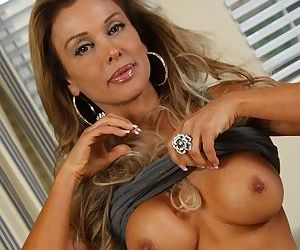 Top mature with big tits Elli Taylor fantastic solo action on cam