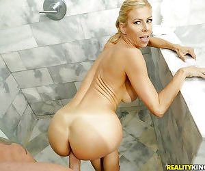 Blonde MILF with amazing body Alexis Fawx severe fucked by younger hunk