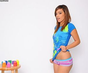 Amateur cutie Melanie Jane turns around and spreads her butts