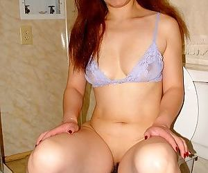 Sassy redhead thai lassie pissing and teasing her trimmed cooter