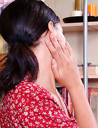Close up posing features amateur babe Nautica Binks showing her teen ass