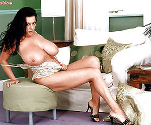 Dark haired MILF Linsey Dawn McKenzie inserting vibrator into horny vagina