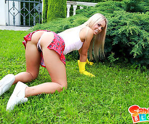 The sexiest of all female gardeners gets her nice pussy stretched open