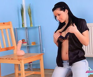 Spectacular teen gloom with heavy heart of hearts masters the brush oral skills more than dildo