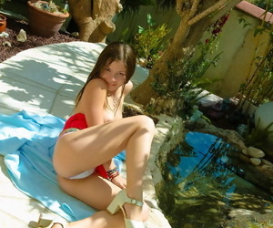Amateur pretties solo picnic ends up with a shooting of a untried in nature\'s garb scene