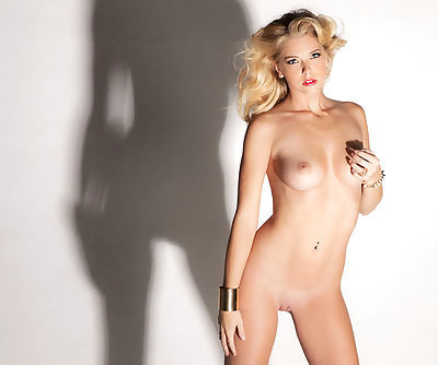 Slender tattooed princess strips to expose her nice body with smooth skin and long legs