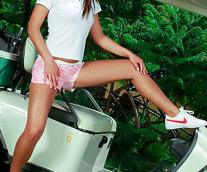 Happy increased by fetching brunette teen there pallid stringy is pigeon-holing her kitty outdoors
