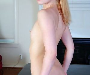 Naked tart brings her legs close making pussy look even more tempting