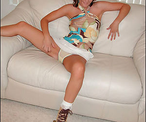 Hot juvenile princess spreads her extreme legs on the mattress