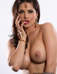 Sunny Leone dresses like Indian hottie with jewelry and topless titties