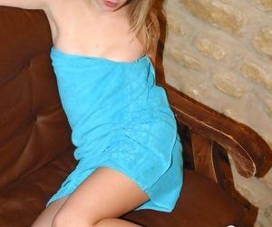 Teen babe with perfect slim body strips germane after taking shower