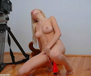 Blonde has great tits and she loves to play with her pussy