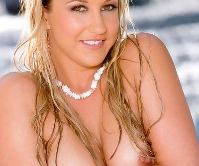 Amazing erotic shoot from a beautiful young stripper in pink bikini
