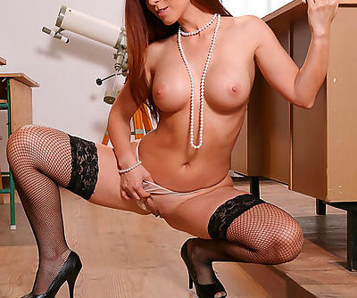 Redhead goddess in solo lingere cam show