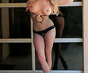 Stunning blonde with big tits enjoys posing her gorgeous body in solo session