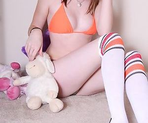 Nude sporty chick hides her shaven pussy behind her favorite plush toy