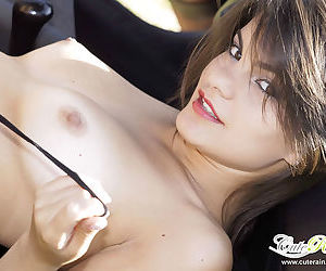 Amateur tart way internal her car with no thing except her diminutive ties on