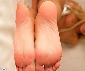 Teen Lorelei covers her in all respects shaped smooth feet with some cream