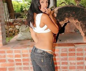 The hot Latina teen has a shaved pussy for you