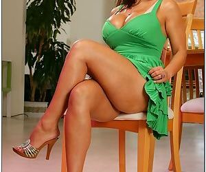 Incredible bust on this milf beauty with big tits and a great pussy
