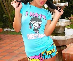 Gigi Latina pussy wants the pleasure of a dildo inside