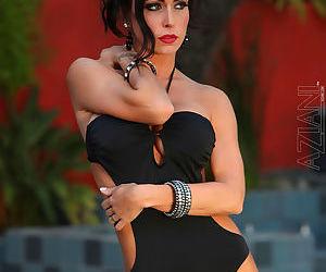 Busty beauty in sexy bikini posing her pierced pussy on cam