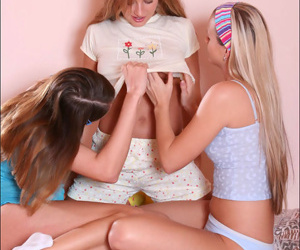 Three teen hotties kissing keenly on be passed on dado