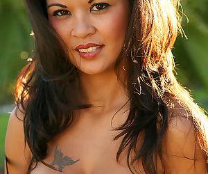 Impressive Jackylyn Wallace enjoying pure outdoor nude posing session
